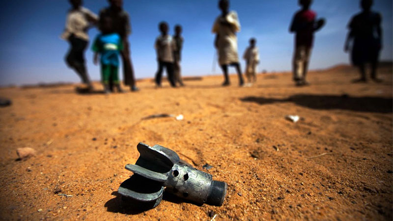 Kinder, Sand, Wüste, Bombe, Sprengsatz, Rakete, Flucht, Flüchtlinge