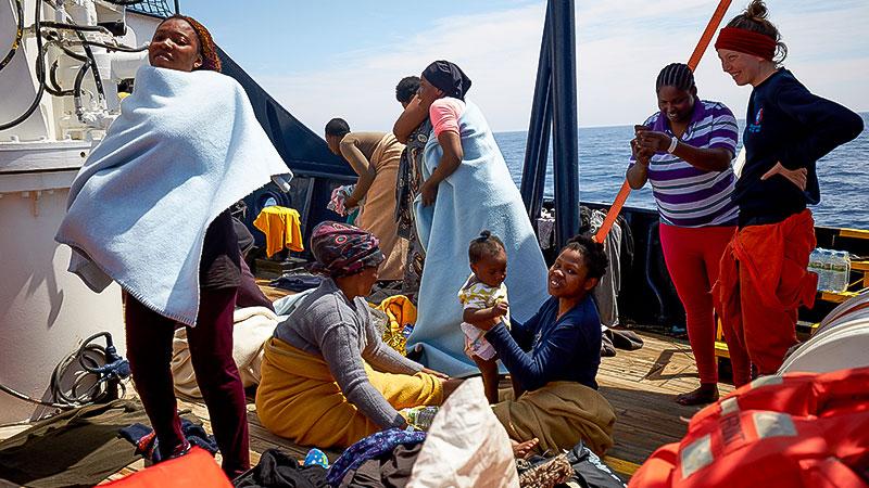 Seenotrettung, Frauen, Kinder, Flüchtlinge, Mittelmeer, Alan Kurdi, Sea Eye, Schiff, Boot