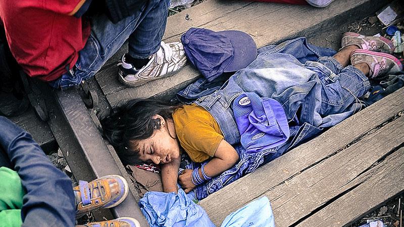 Mädchen, Flüchtling, Schlafen, Dreck, Gleise, Griechenland, Flüchtlingslager, Idomeni, Lesbos