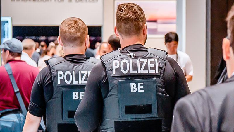 Polizei, Sicherheit, Beamte, Flughafen, Menschen, Racial Profiling