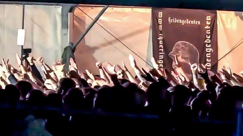 Rechtsextremismus, Neonazis, Hitlergruß, Konzert, Versammlung, Demonstration