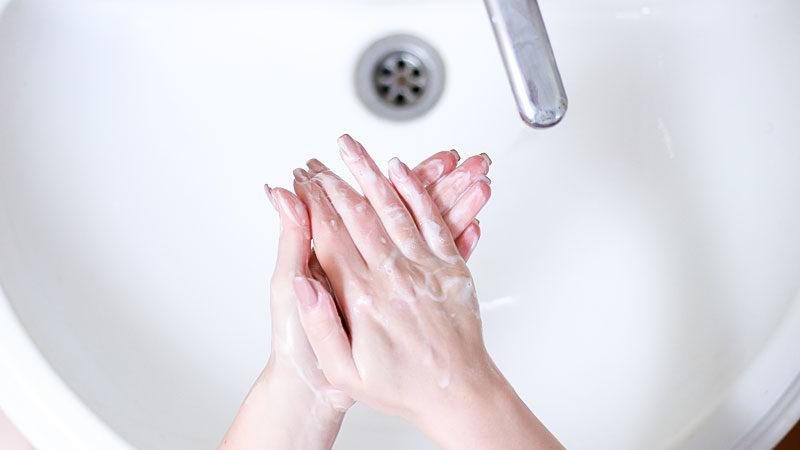 Hand, Hände, Waschen, Seife, Wasser, Spüle, Corona, Gesundheit, Hygiene