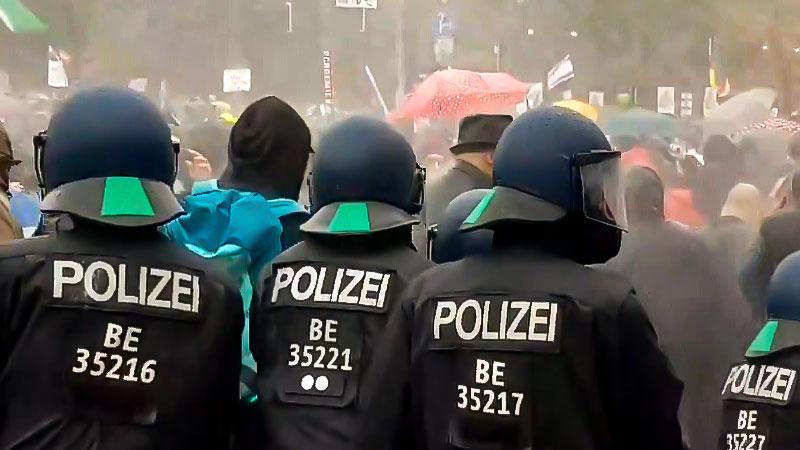 Demonstration, Berlin, Polizei, Wasserwerfer, Corona, Rechtsextremismus