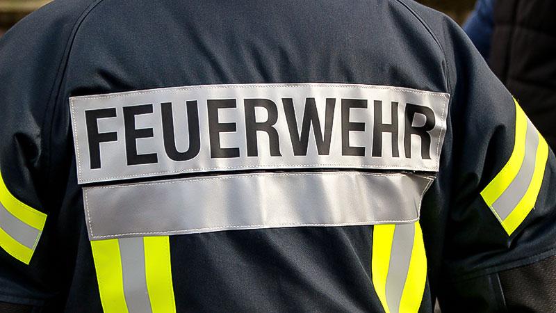 Feuerwehr, Feuerwehrmann, Feuer, Brand, Löschen, Brandanschlag