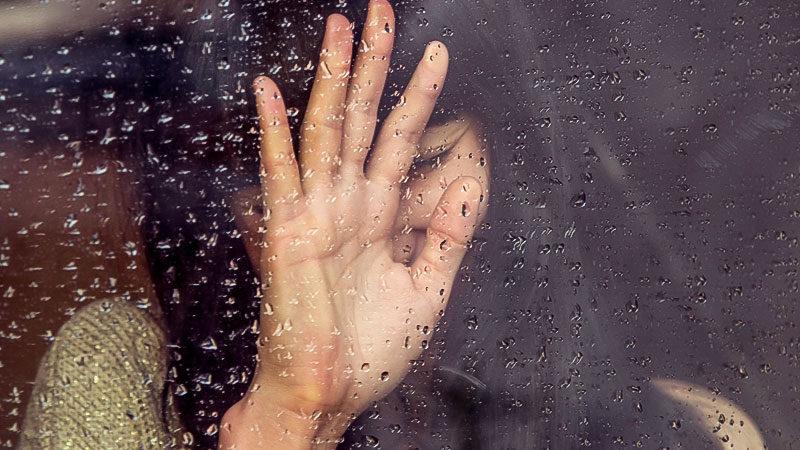 Frau, Glas, Fenster, Regen, Gewalt, Hand, Verstecken