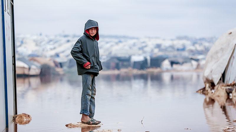 Kind, Flüchtlingslager, Syrien, Zelte, Regen, Wasser