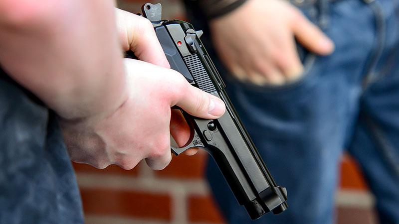 Waffe, Pistole, Hand, Jugendliche, Straftat, Schießen