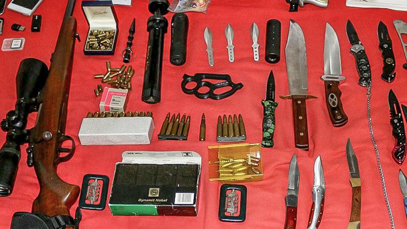 Waffen, Gewehr, Munition, Messer, Rechtsextremismus