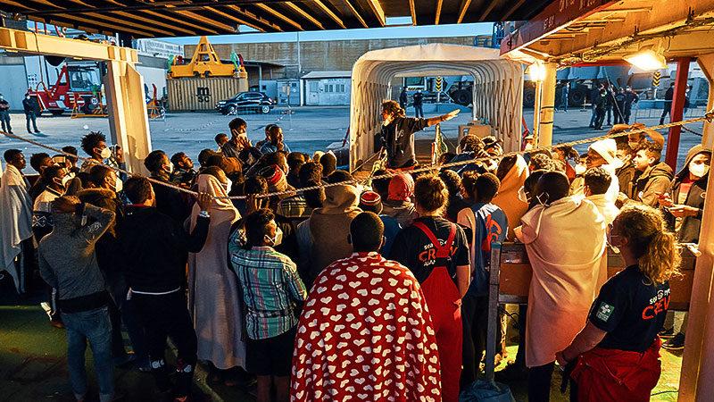 Flüchtlinge, Menschen, Rettungsschiff, Sea-Eye, Hafen, Mittelmeer